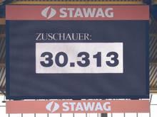 Die Anzeigetafel im Aachener Tivoli zeigt den Zuschauerrekord in der Regionalliga West an: 30.313