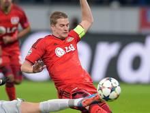Leverkusens Lars Bender (r) fehlt im DFB-Pokal