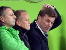 Wolfsburgs Trainer Dieter Hecking, Assistent Dirk Bremser und Manager Klaus Allofs (v.l.n.r.) waren geknickt