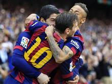 Luis Suarez (l.) und Lionel Messi (M.) führten den FC Barcelona zum Sieg