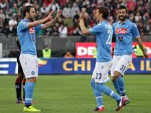 Die Napoli-Spieler feiern den Treffer zum 3:0 gegen Cagliari Calcio