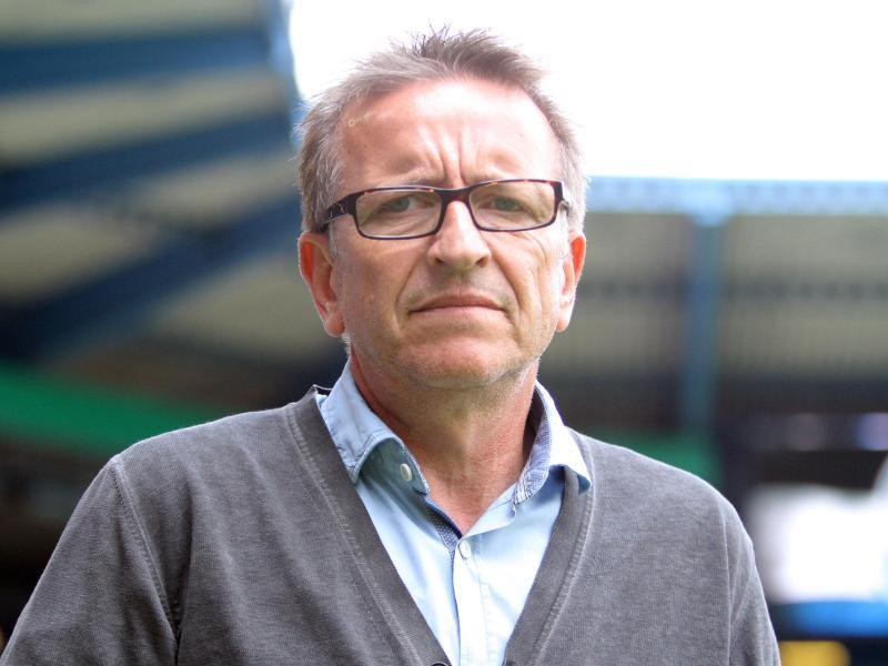 Für Bielefelds Trainer Norbert Meier ist klar, dass Gegner Werder Bremen Favorit ist - urn-newsml-dpa-com-20090101-150303-99-08570_large_4_3