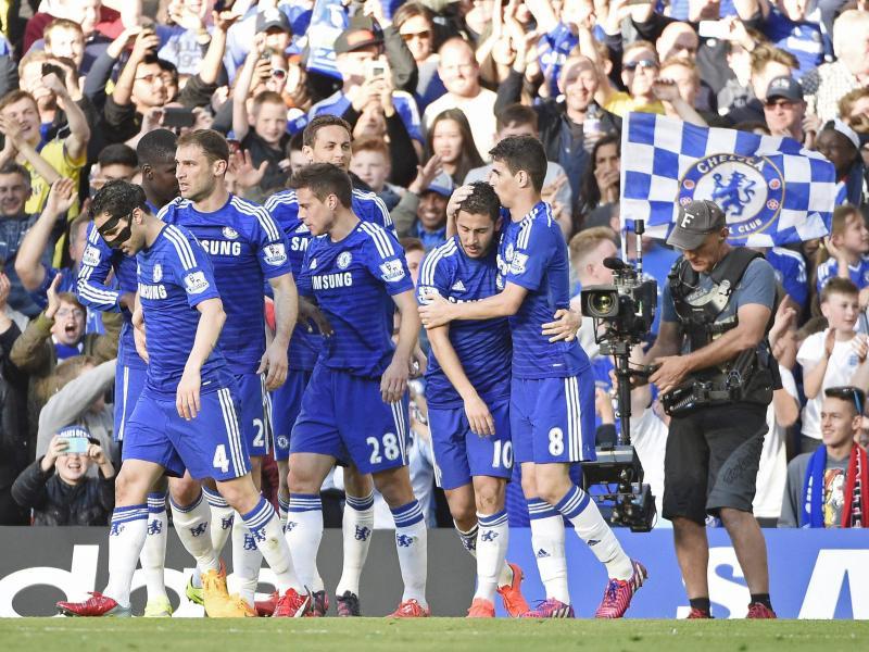 Chelsea gewann das Spitzenspiel gegen Manchester United durch denTreffer von Eden Hazard (2.v.r.)