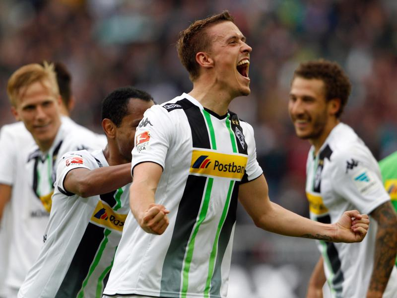 Max Kruse (M.) hat Mönchengladbach in letzter Minute zum Sieg geschossen