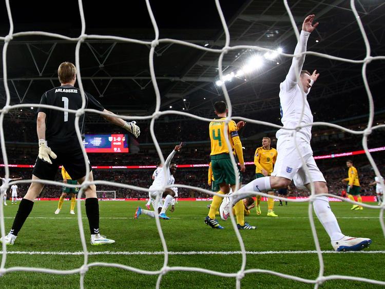 Wayne Rooney marcó el 1-0 en el minuto seis del partido ante Lituania. (Foto: Getty)