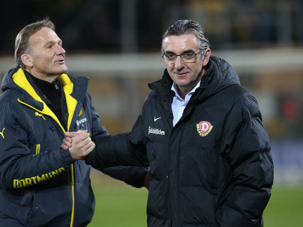 Minge (r.) bittet bei Dortmund um Entschuldigung