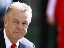 Der ehemalige Erfolgstrainer Ottmar Hitzfeld plädiert für eine weitere Amtszeit von Joseph Blatter