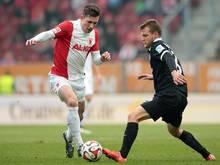 Pierre-Emile Höjbjerg (l.) steht dem FCA wieder zur Verfügung