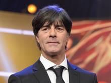 Bundestrainer Löw gratuliert den Bayern
