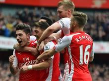 Özil und Mertesacker stehen mit Arsenal im FA-Cup-Finale