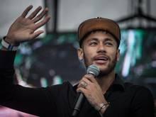 Neymar bei der Eröffnung einer nach ihm benannten Schule
