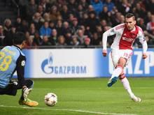 Arkadiusz Milik (r.) geht für Ajax weiter auf Torejagd
